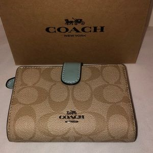 Coach Bags - NWT Coach Wallet